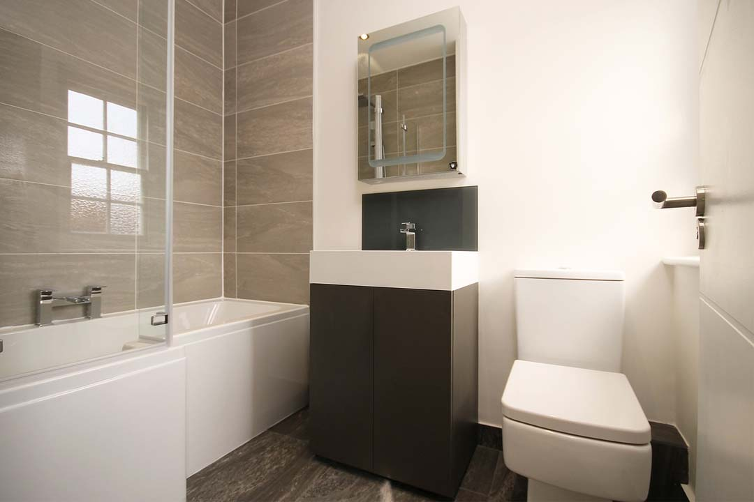 Dale un toque extra de calidad a tu baño con complementos BLUM