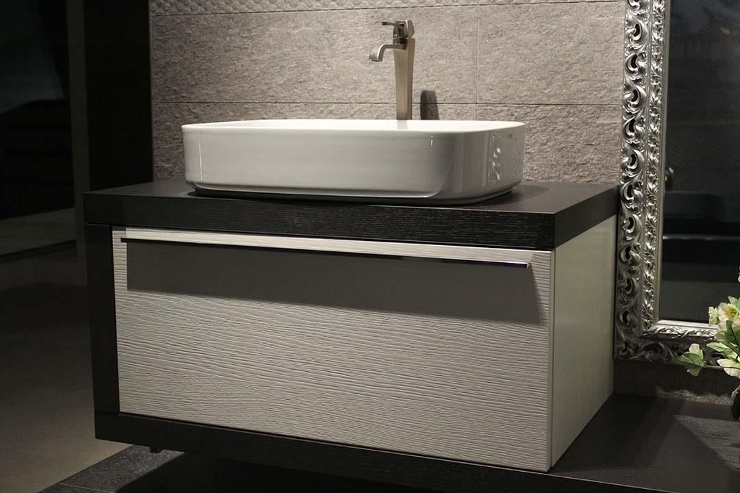 Encimeras de baño y lavabo para baños con un toque natural